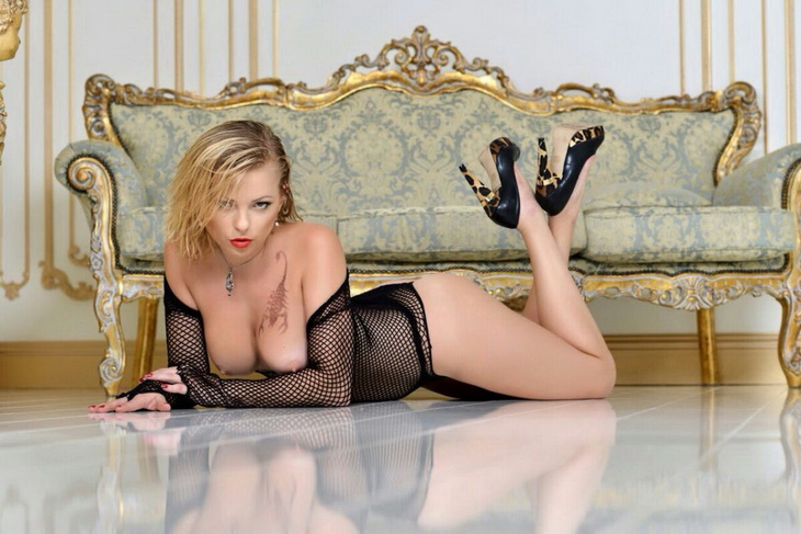 Istanbul VIP escort Ilona is laying down and is looking at you with lukewarm gaze that enchants