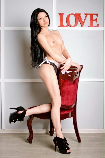 Best Istanbul escorts girl Aurora is exposing her bare breasts with fine elegance to your pleasure