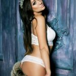Verified Istanbul escort girls service offers puss Nicole that on this picture is a true royal princess